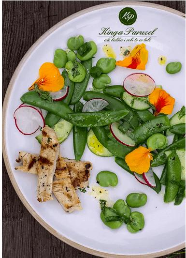 Salatka z groszkiem i indykiem